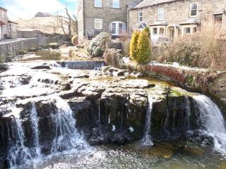 GAYLEBECK GALLERY, fantastic views, comfortable and well-equpped, in Hawes Ref