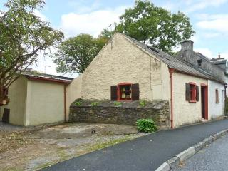 ROCK COTTAGE, semi-detached, central location, woodburner, off road parking, garden, in Thomastown, Ref 26093