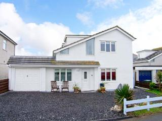 CARREG DDEWIN, detached, close to amenities, off road parking, garden, in Rhosneigr, Ref 30717