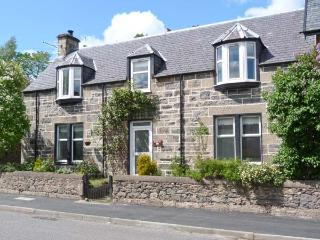 HILLSIDE WEST, semi-detached, woodburner, terraced garden, in Kingussie, Ref 906878