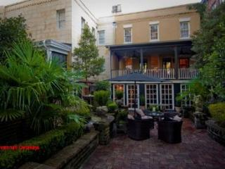 1008: Picturesque Veranda on Jones, Savannah
