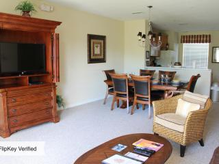 Vista Cay Townhome..Luxury Resort..Great Location!