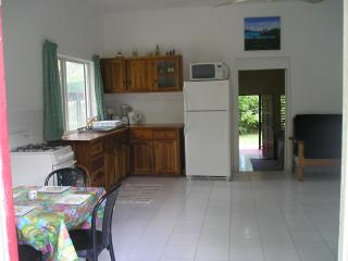Moves Cottage in Negril Sleeps 1-6, holiday rental in Westmoreland Parish