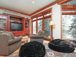 LUXURIOUS, ROOMY 3BR+LOFT+2.5BATH IN VAIL, Vail
