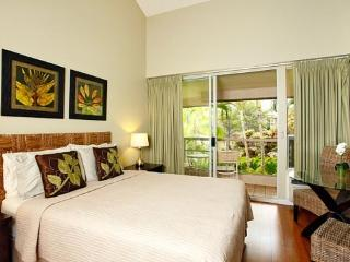 $69/nt Sep/Oct- Stylish Maui Banyan Steps to Beach