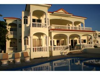 Large, Luxury Villa w/Pool and staff to cook/clean