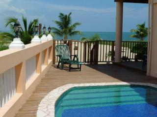 Mirasol 1BD Belize Placencia beach apartment pool, Plasencia