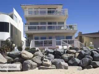 2 BR Condo - Awesome Beachfront with Oceanview!
