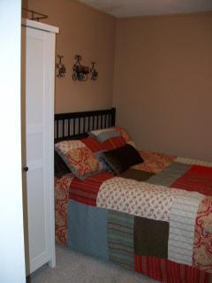 The 1st & 2nd bedrooms have queen size beds.