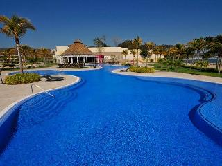 Villa 115 with private pool in beachfront B NAYAR, La Cruz de Huanacaxtle