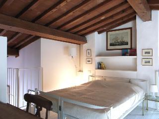 La Loggia loft  via Pandolfini 22, Florence