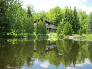 SPLENDID Lakefront SKI CHALET , Laurentians, Morin Heights