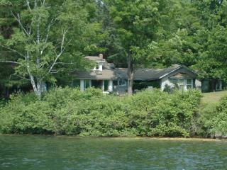 Selecuded getaway on Lake Fairlee, near Dartmouth