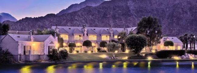 The Inn & Lake La Quinta at night