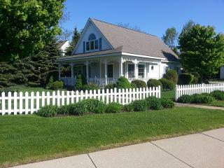 Darling Two-Story Cottage w/ Guest Quarters, Manistee
