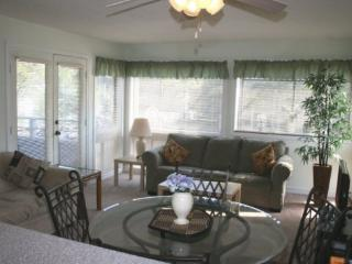 Awesome Vacation Condo ....Just steps to the beach!! 02207, Myrtle Beach