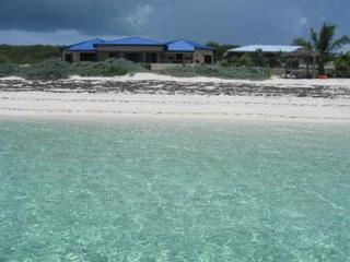 The Luxurious (POODLE HOUSE) On very Private Beach, Cat Island