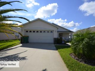 The Mouse House Florida, Rental includes a Pool and in Excellent Location