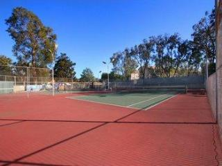 5 tennis courts available