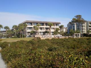 Lovely Condo Right on the Beach On Hilton Head Is.