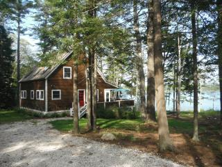 Charming Boothbay Harbor Waterfront Cottage