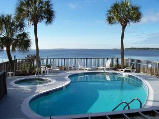 CLAM GOOD TIME 2Br/2Ba Condo w/Pool & Hot Tub