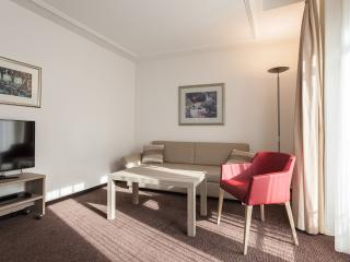 EMA House Serviced Apartment, Beckenhofstr.22, 2BR, Zúrich