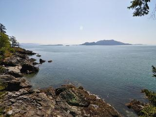 The panoramic views to the SE includes the Cascade Mountains on the mainland.