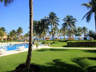 GROUNDFLOOR 3 BR OCEANFRONT WIFI POOL ON OCEAN!!!!, Puerto Aventuras