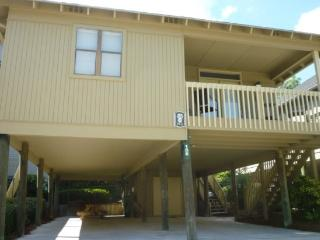 Awesome Vacation Cottage 1 block to the beach & 1/2 block to a Scenic Salt Water Inlet & Marsh., Myrtle Beach