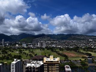 Mountain view block from the beach one bedroom apt, Honolulu