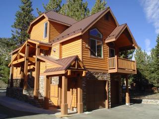 Exclusive Ski Townhome next to Mammoth Village
