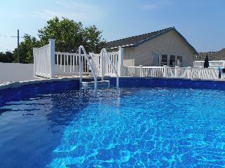Hot tub-pool-fenced yd-dog friendly-waterview-internet
