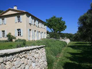 Magnificent bastide a short walk from Aix en Provence with tennis and pool