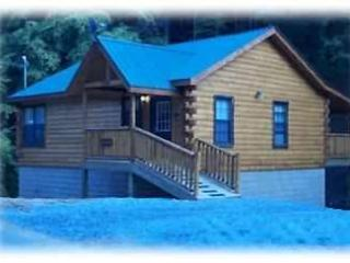 Cozy Warm & Romantic Snuggle up at The Bear Country Hideaway Cabin