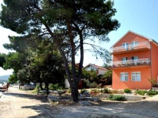 Apartment Kr2, beach 25 m Sibe, Raslina
