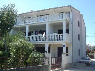 Apartment Din, beach 100 m, Zadar
