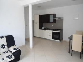 Apartment Dora, beach 100 m, Pakostane