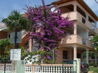 Apartments Adry 2 for 5 person, Pakostane