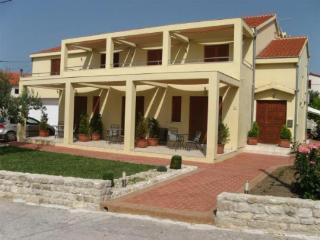 Apartments Bela4, beach area, Nin