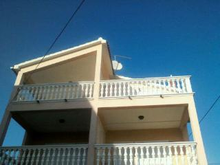 Apartment Radin, beach 100 m, Vodice