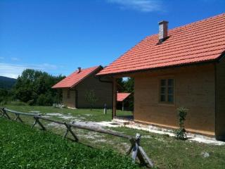 Eko house for 5 persons, 10 km, Rakovica
