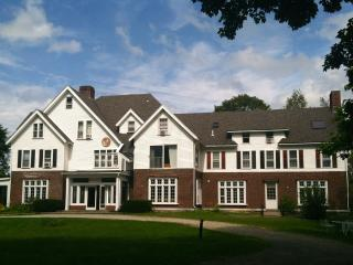HUGE MANSION: GREAT FOR GROUPS: SLEEP 34, 15 bedrms, 14 baths, WEDDING, RETREATS, Manchester