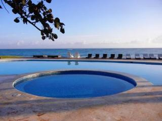Seawinds, 1 bedroom beachfront penthouse fully a/c, Cabarete