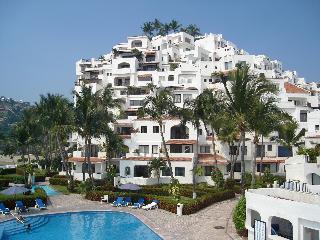 Puerto Las Hadas - Gorgeous Beach Front Condo $110, Manzanillo