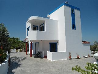Olive Branch Villa - Panoramic Sea/ Mountain Views, Kós