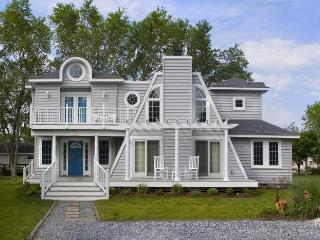 Beautiful, Spacious Beach House in Great Community