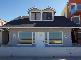 Oceanfront Cottage on the Strand, Hermosa Beach