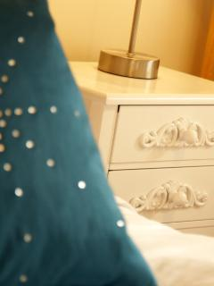 Bedroom 2 -detail 1