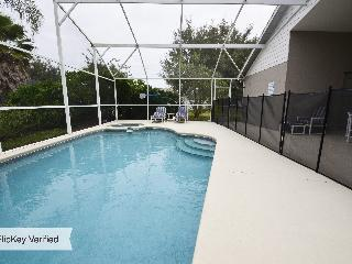 Villa Journey - 3 miles from Disney, 2 Masters and a Private Pool & Spa!